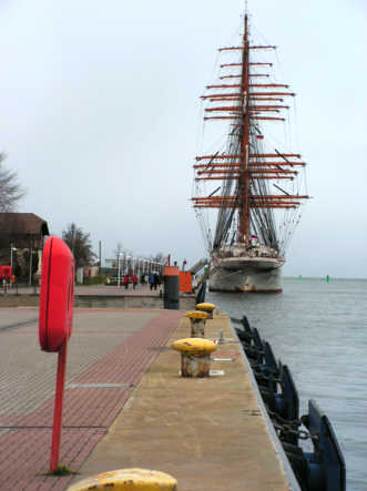 "Die ""Sedov"" am Passagierkai in Warnemünde"